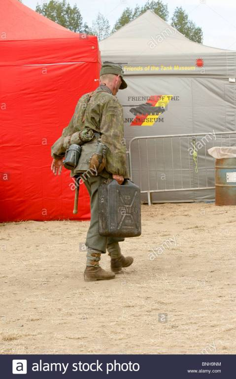 german-soldier-carrying-jerrycan-BNH9NM